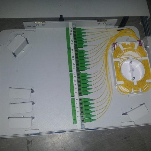 Kable i sieć w budynku firmowym - skrzynki