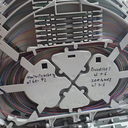 Skrzynka z kablami