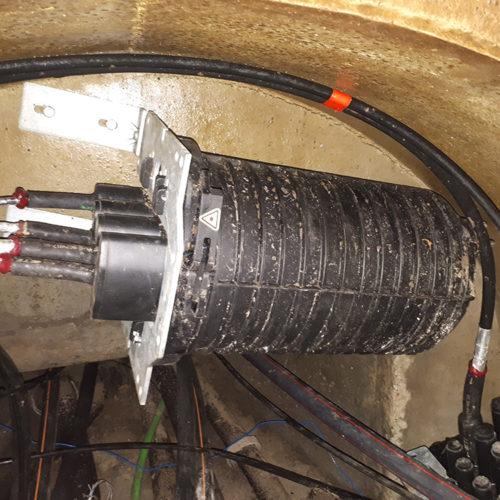 Kable światłowodowe pod ziemią