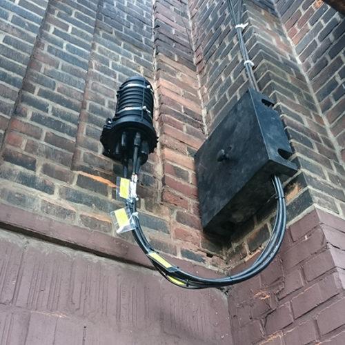Montaż kabli światłowodowych - budynek