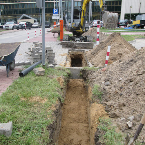 Kable teletechniczne - montaż w ziemi