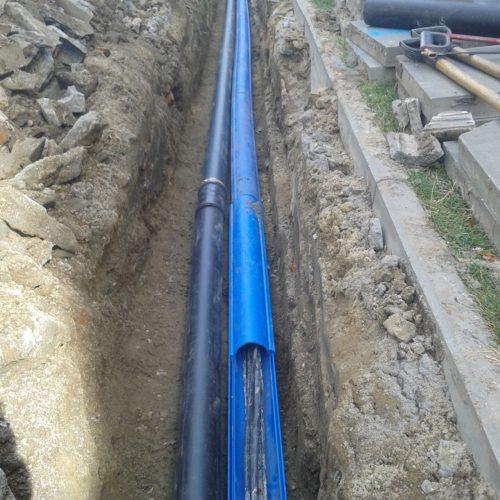 rozbudowa istniejącej kanalizacji teletechnicznej rura osłonowa dwudzielna na istniejące kable 1 nowa