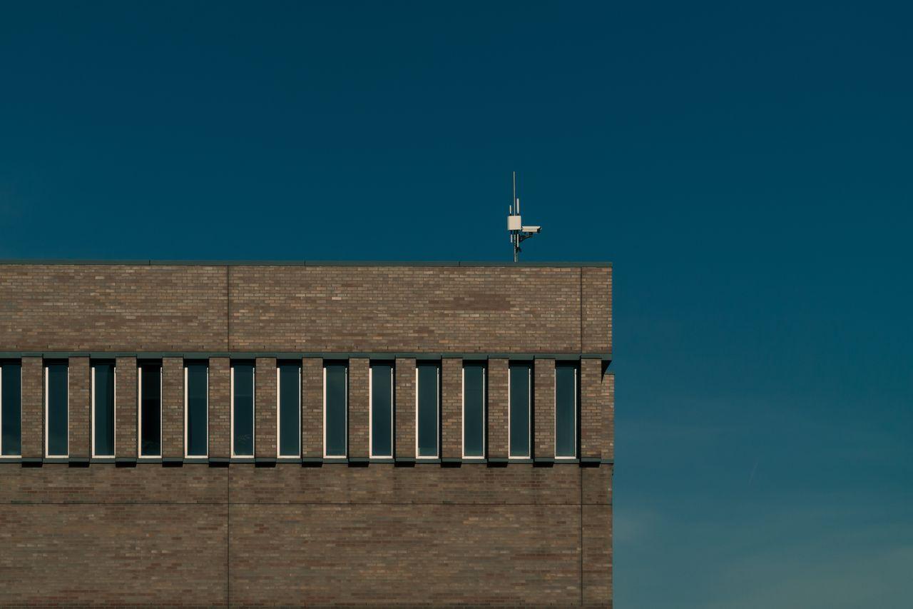 kamera monitoringu na dachu budynku