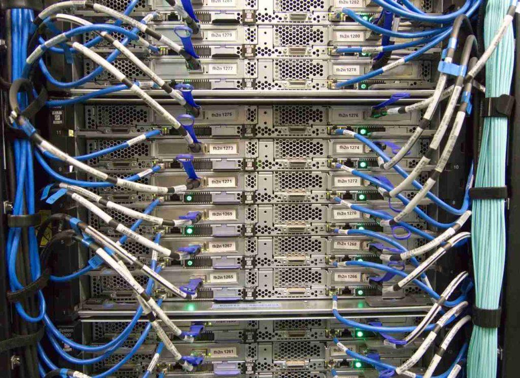 serwer i światłowody